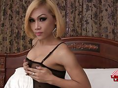Sexy Love is a beautiful Thai tgirl with a sexy body, big breasts, a great ass and a sexy big hard cock! Watch this horny Grooby girl jacking off and cumming on her pantyhose!